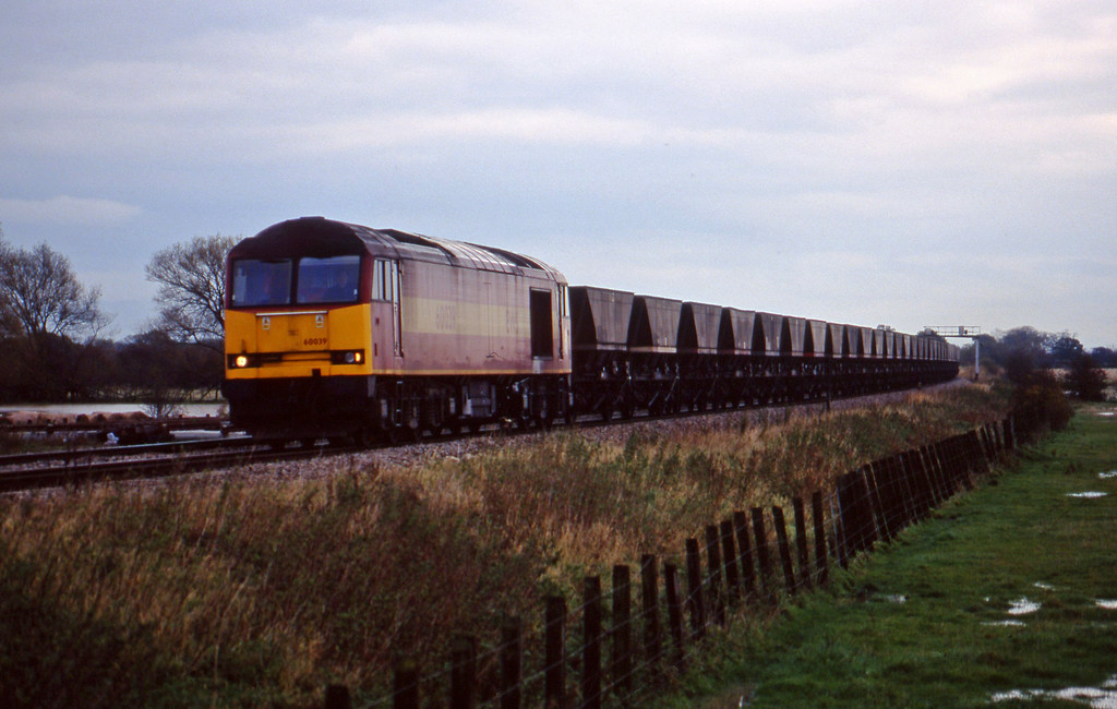 60039, Didcot Power Station-Avonmouth Bulk Handling Terminal, Shrivenham, near Swindon, 3-11-98.