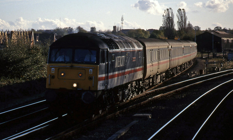 47840, down passenger, Didcot North Junction, 26-10-98.