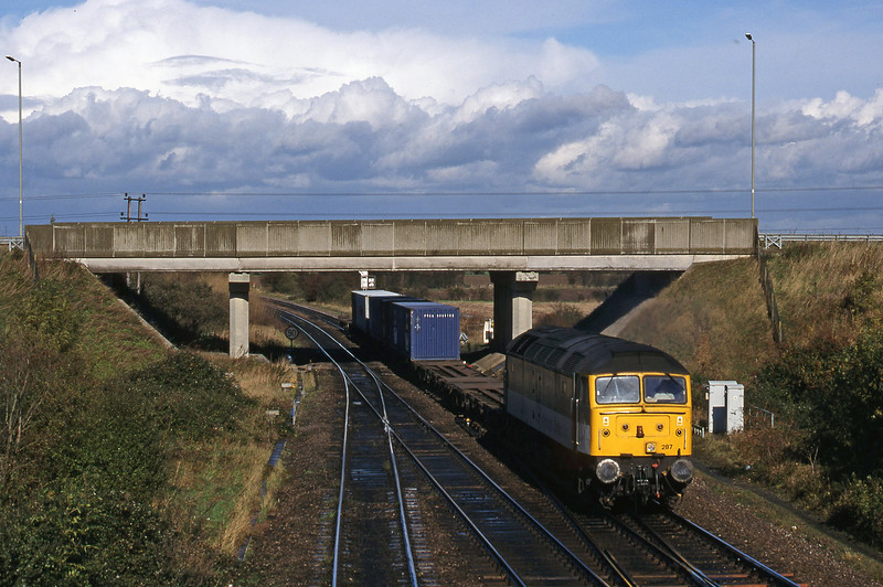 47287, up Freightliner, Didcot North Junction, 26-10-98.