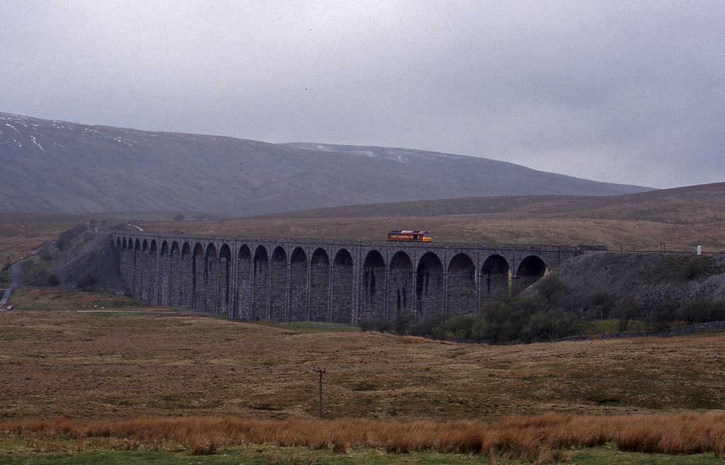 60045, down light, Ribblehead Viaduct, 15-4-99.