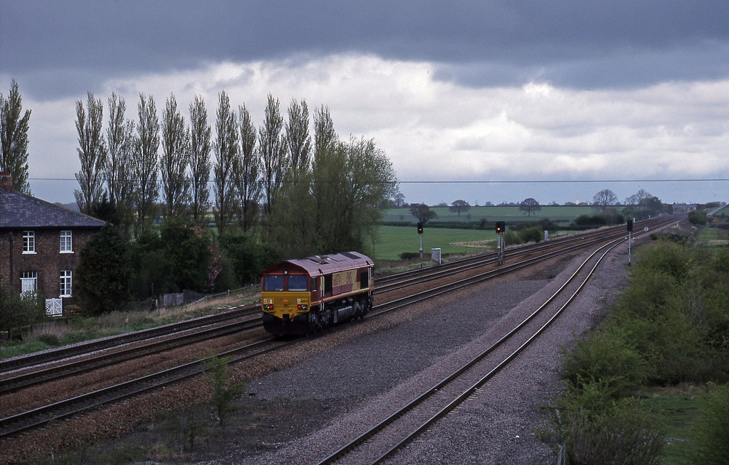 66074, down light, Bolton Percy, near York, 13-4-99.
