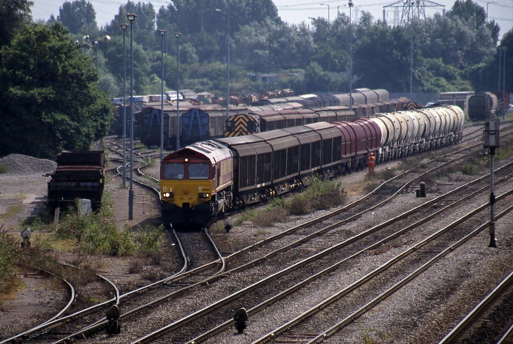 66068, 13.57 Cardiff Canton Mossend, departing Newport Alexandra Dock Junction, 12-8-99.