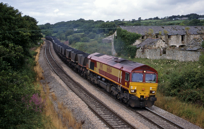 66064, up mgr,  Llangewydd Court Farm, near Bridgend, 3-8-99.