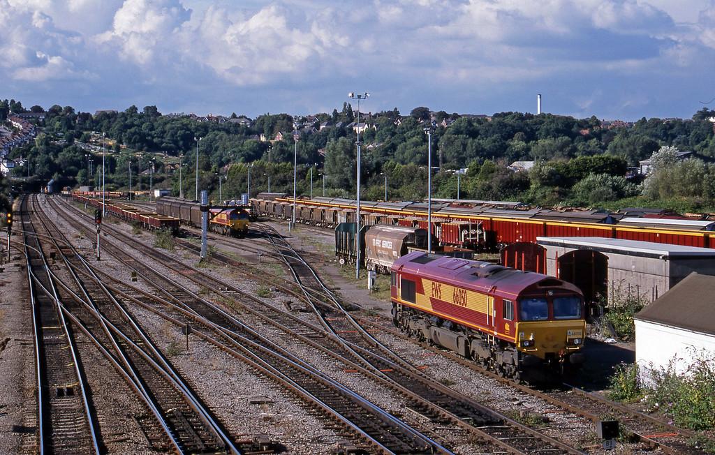 66050, uncoupled from down departmental; 66096, shunting 16.20 Avonmouth Bulk Handling Terminal-Warrington Arpley.Newport Alexandra Dock Junction, 3-8-99.