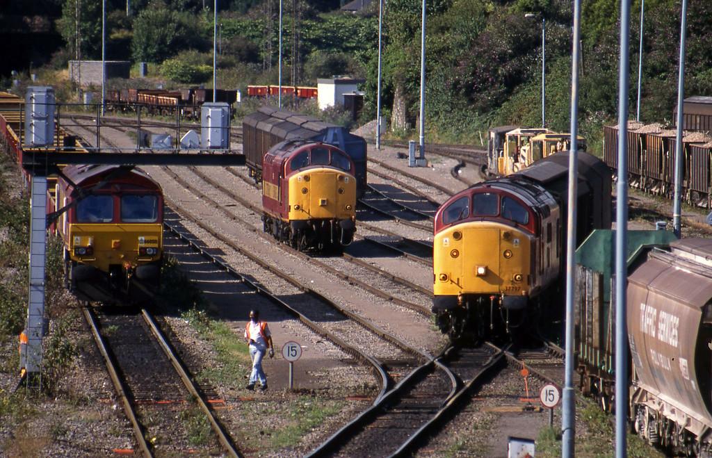 66050, 37706, 37797, down vans Newport Alexandra Dock Junction, 3-8-99.