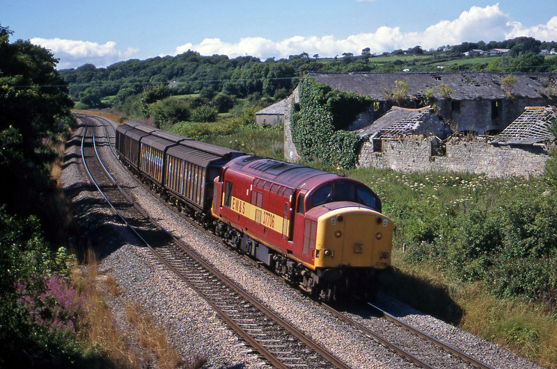 37706, up Cargowagons, Llangewydd Court Farm, near Bridgend, 3-8-99.