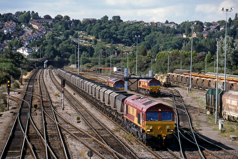 66129, 16.38 Llanwern-Grange Sidings, Newport Alexandra Dock Junction, 3-8-99. 66050, departmental, terminated; 66096, shunting 16.20 Avonmouth Bulk Handling Terminal-Warrington Arpley.