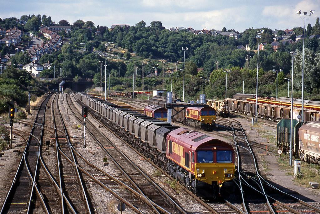 66129, 16.38 Llanwern-Grange Sidings, Newport Alexandra Dock Junction, 3-8-99. 66050, departmental, terminated; 66096, shunting 16.20 Avonmouth Bulk Handling Terminal-Warrington Arpley.