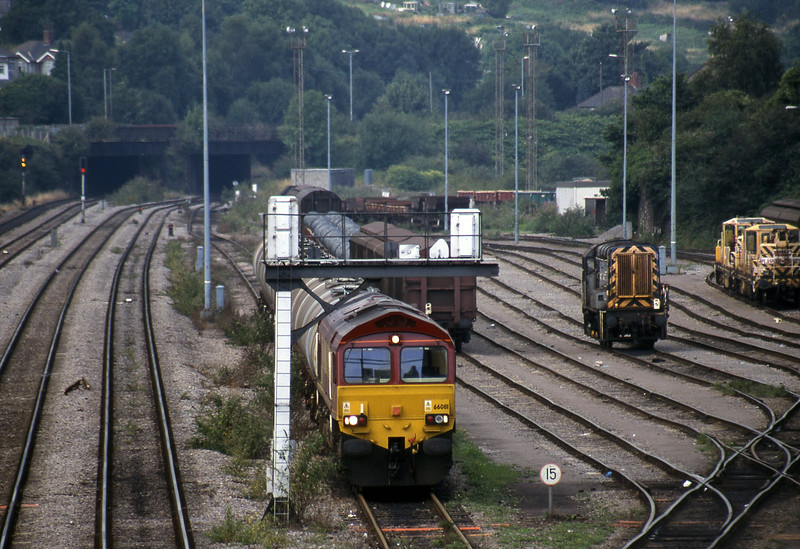 66081, 10.34 Fawley-Margam, Newport Alexandra Dock Junction, 12-8-99. 09107, shunting.