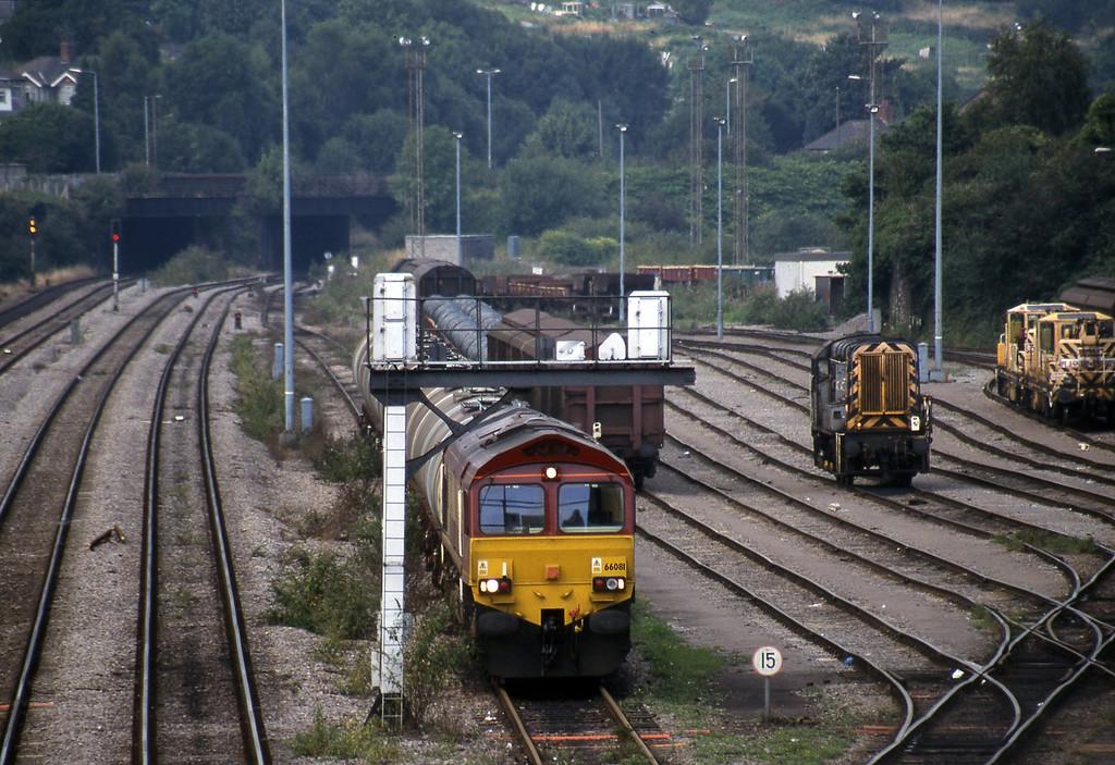 66081, 10.34 Fawley-Margam, Newport Alexandra Dock Junction, 12-8-99. 09107, shunting.