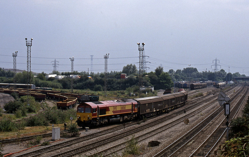 66068, shunting, 13.57 Cardiff Canton Mossend, Newport Alexandra Dock Junction, 12-8-99.