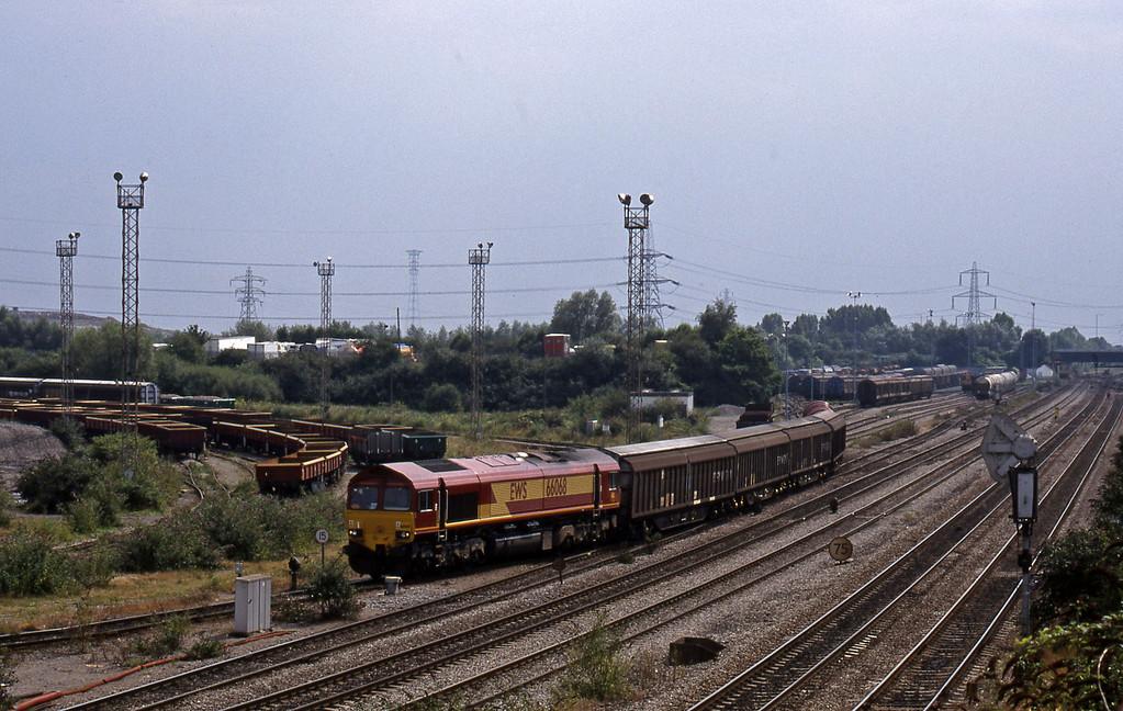 66068, shunting, 13.57 Cardiff Canton Mossend, Newport Alexandra Dock Junction, 12-8-99.