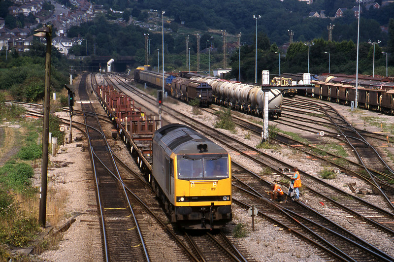 60021, down steel empties, Newport Alexandra Dock Junction, 12-8-99.