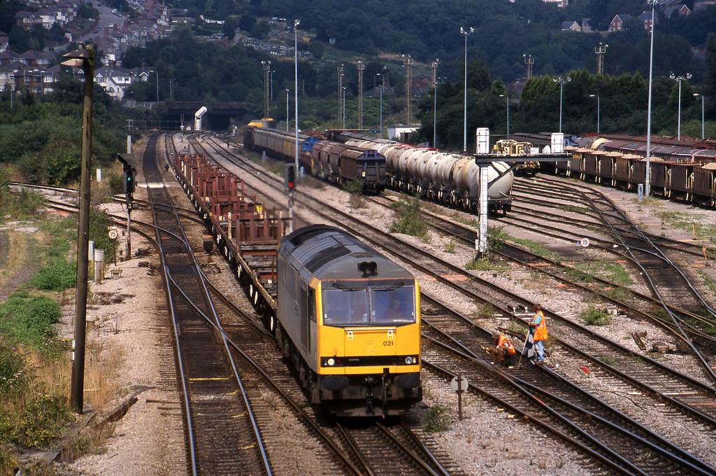 60021, down steel empties, Newport Alexandra Dock Junction, 12-8-99.