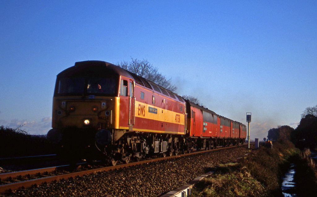 47758, 13.53 Plymouth-Bristol Temple Meads, Powderham, near Exeter, 15-12-99.