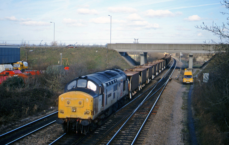 37671, westbound departmental from Didcot Yard, Didcot North Junction, 23-2-99.