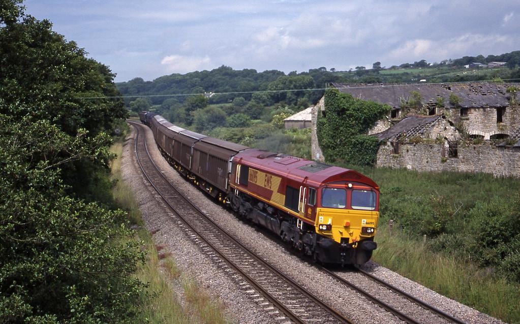 66095, 09.18 Swansea-Newport Alexandra Dock Junction, Llangewydd Court Farm, near Bridgend, 2-7-99.