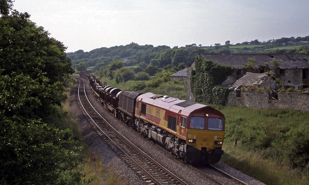 66086, 17.08 Margam-Wolverhampton, Llangewydd Court Farm, near Bridgend, 2-7-99.