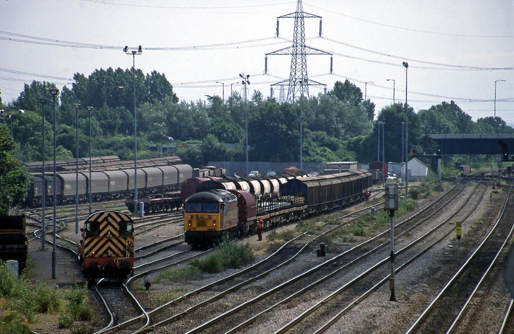 09017, yard shunter, 56068, 13.57 Cardiff-Mossend, Newport Alexandra Dock Junction, 7-7-99.