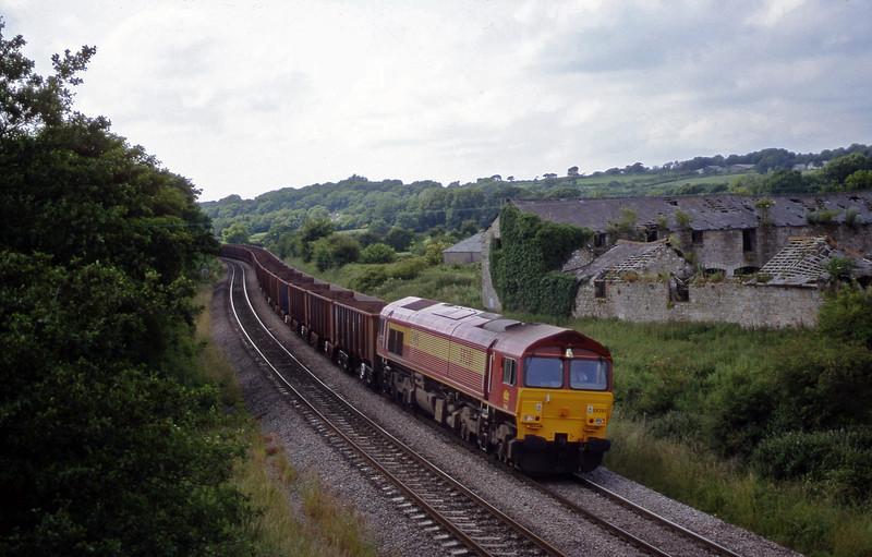 59201, 14.37 Port Talbot-Llanwern, Llangewydd Court Farm, near Bridgend, 2-7-99.