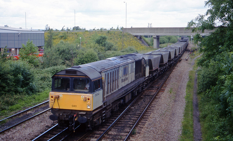 58043, down mgr empties for Avonmouth, Didcot North Junction, 8-6-99.