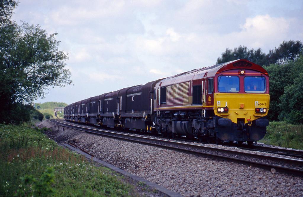 66042, 08.15 Swindon-Longbridge, Shrivenham,near Swindon, 15-6-99.