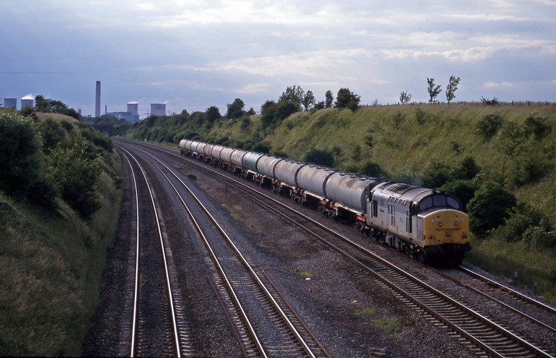 37800, 17.05 Littlemore-Thames, South Moreton, near Didcot, 8-6-99.