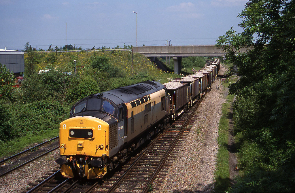 37264, up ballast to Didcot Yard, Didcot North Junction, 1-6-99.