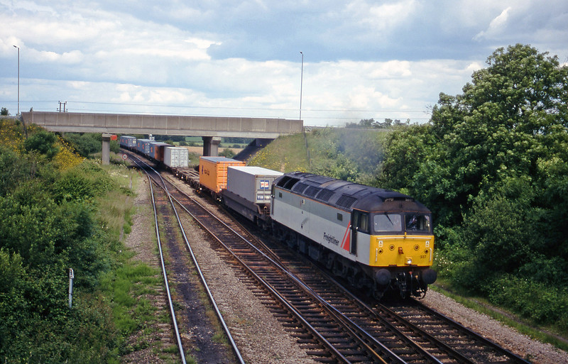 47337, 03.45 Leeds-Southampton, Didcot North Junction, 8-6-99.
