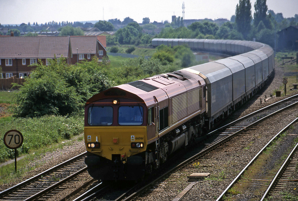 66061, down car carriers, Didcot North Junction, 1-6-99.