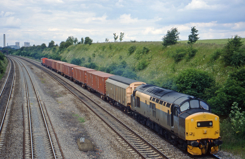 37264, up MoD, South Moreton, near Didcot, 8-6-99.