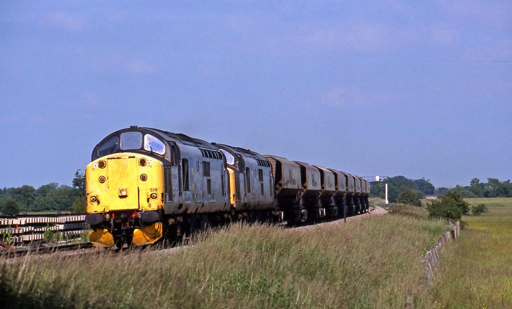 37519/37673, 11.15 Ely-Swansea, Shrivenham, near Swindon, 15-6-99.