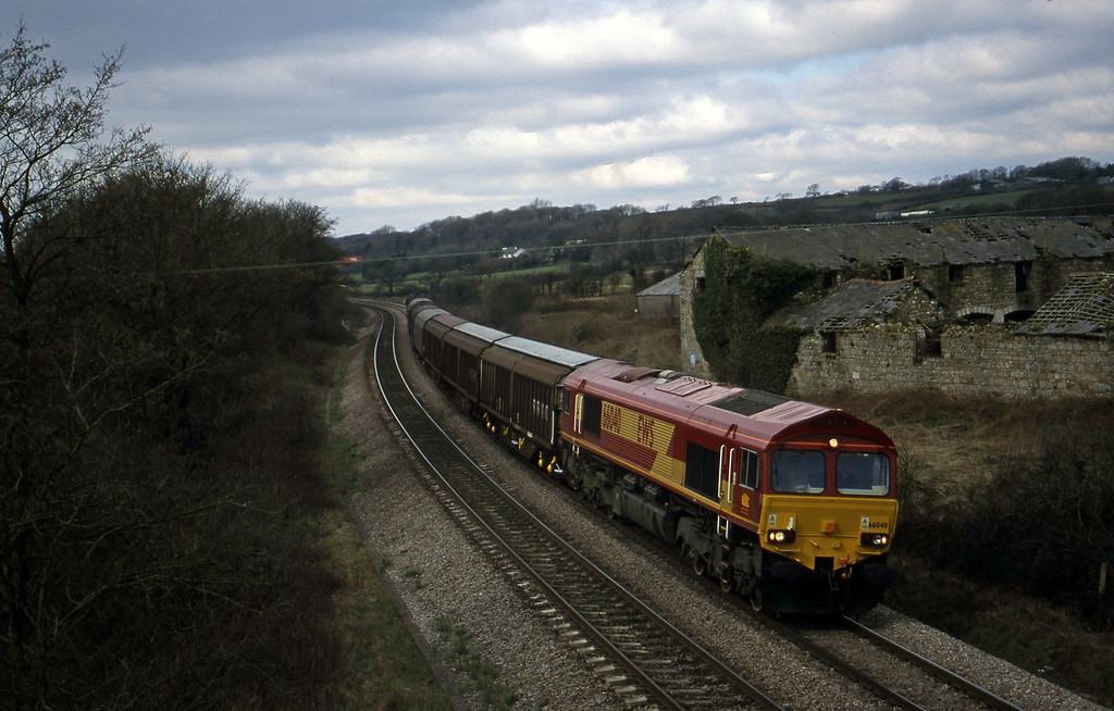 66040, 09.18 Swansea-Newport Alexandra Dock Junction Yard, Llangewydd Court Farm, near Bridgend, 10-3-99.