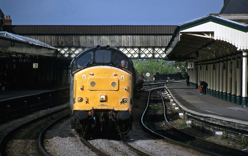 37178, 10.12 Purfleet-Cardiff Tidal steel empties, Newport, 11-5-99.