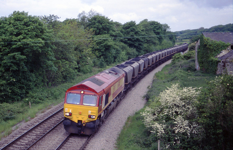 66044, Grange Sidings-Llanwern, Llangewydd Court Farm, near Bridgend, 25-5-99.