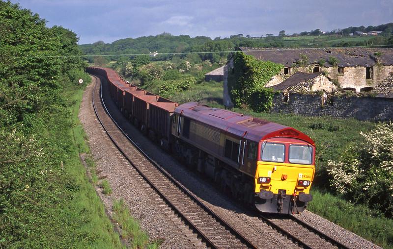 59203, 07.34 Port Talbot-Llanwern, Llangewydd Court Farm, near Bridgend, 25-5-99.