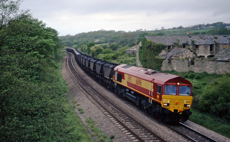 66096, 09.00 Grange Sidings-Llanwern, Llangewydd Court Farm, near Bridgend, 11-5-99.