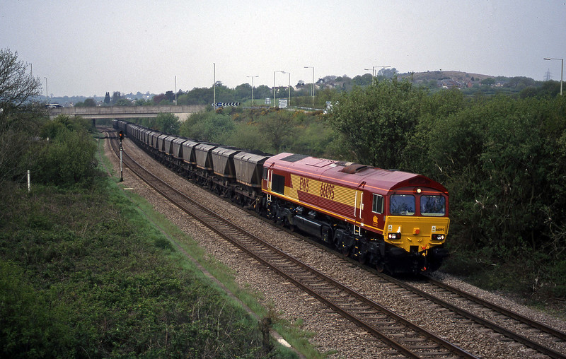 66095, 09.00 Grange Sidings-Llanwern, Brynna, near Bridgend, 4-5-99.