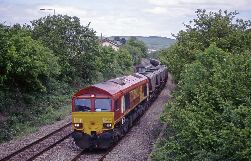 66044, Llanwern-Grange Sidings, Brynna, near Bridgend, 25-5-99.