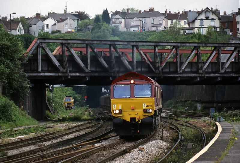 66088, 15.50 Newport Alexandra Dock Junction Yard-Wembley, Newport, 11-5-99.