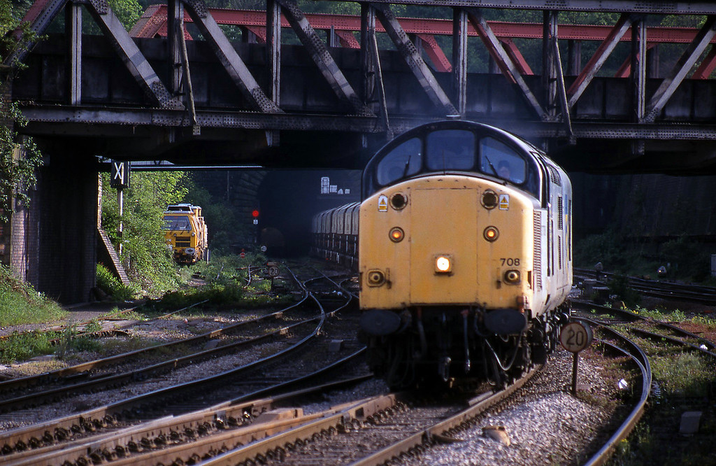 37708/37718, Cardiff Pengam-Swindon, Newport, 4-5-99.