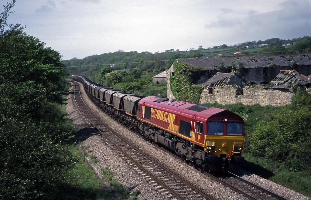 66066, 12.36 Grange Sidings-Llanwern, Llangewyyd Court Farm, near Bridgend, 11-5-99.