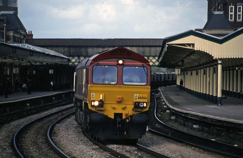 66066, 17.37 Llanwern-Grange Sidings, Newport, 11-5-99.