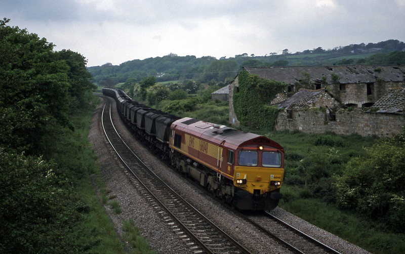 66048, up mgr, Llangewydd Court Farm, near Bridgend, 19-5-99.