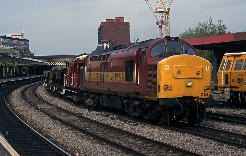 37668, down ballast, Newport, 4-5-99.