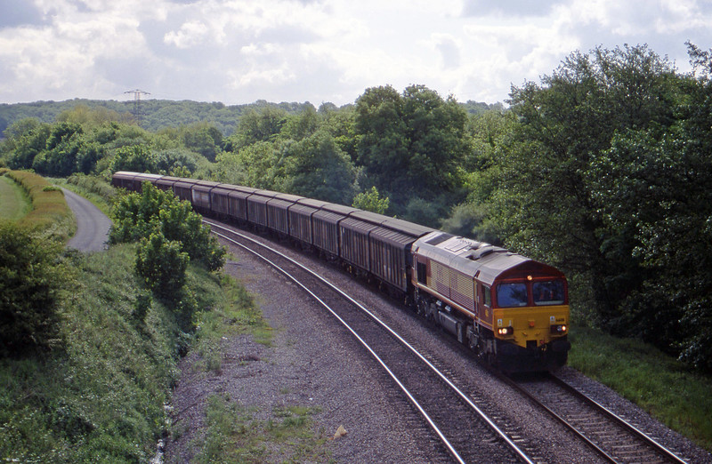 66011, down Cargowagons, Llangewydd Court Farm, near Bridgend, 25-5-99.