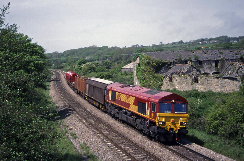 66092, 09.48 Swansea-Newport Alexandra Dock Junction, Llangewydd Court Farm, near Bridgend, 11-5-99.