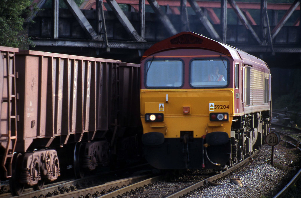 59204, 17.11 Port Talbot-Llanwern, Newport, 4-5-99.