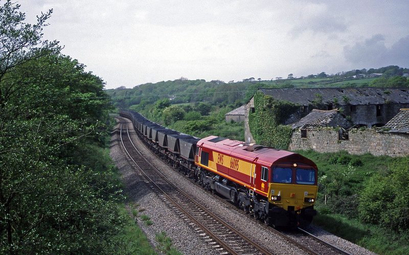 66095, 12.51 Onllwyn Washery-Aberthaw Power Station, Llangewydd Court Farm, near Bridgend, 11-5-99.