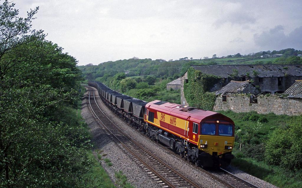 66095, 12.51 Onllwyn Washery-Aberthaw Power Station, Llangewydd Court Farm, near Bridgend, 11-5-99.